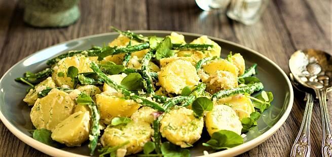 Salat med grønne bønner spekeskinke og mandelpotet