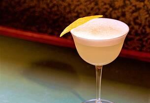 En syrlig og krydret drink er som skapt for midtsommer