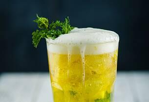 Limonade med øl, mynte og sitron