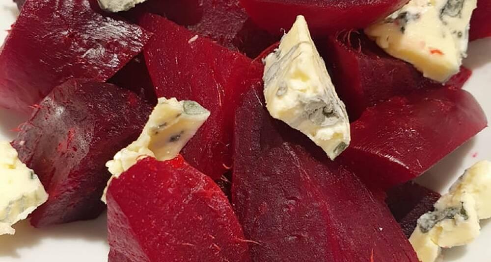 Ovnsbakte rødbeter og blåmuggost