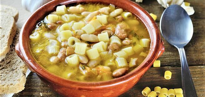 Suppe med pasta, bønner og grønnsaker Millecosedde som i Italia
