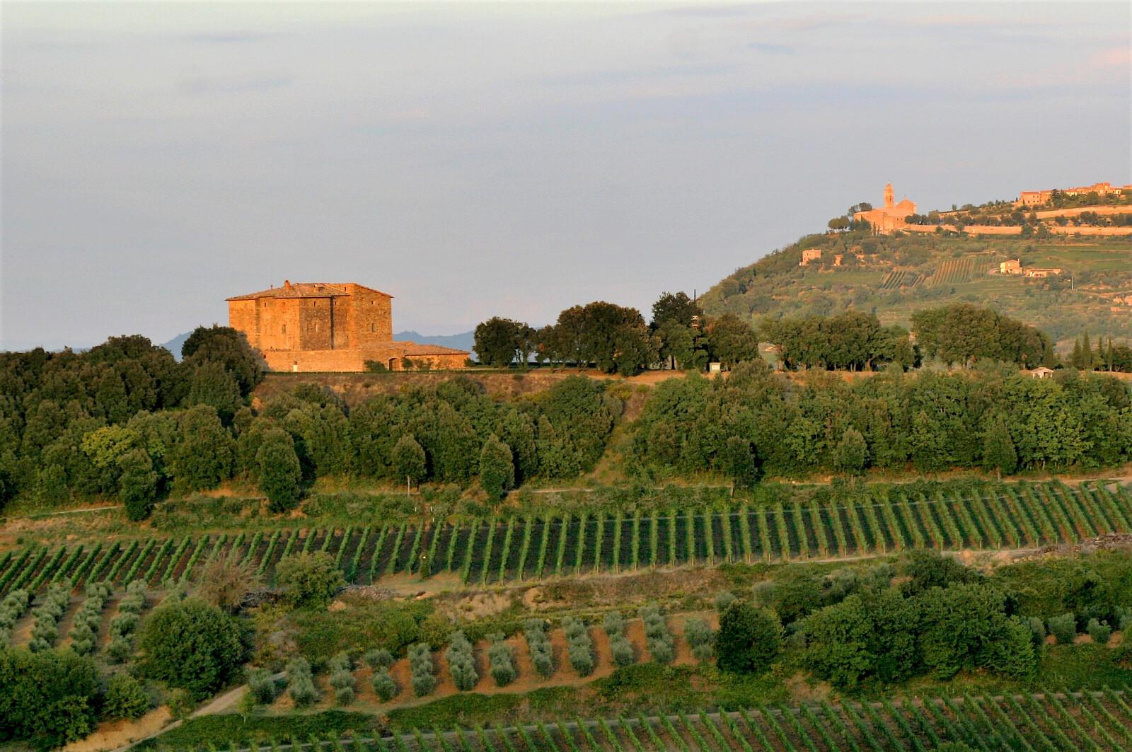 Castle Village Castello Romitorio.jpg [1.04 MB]